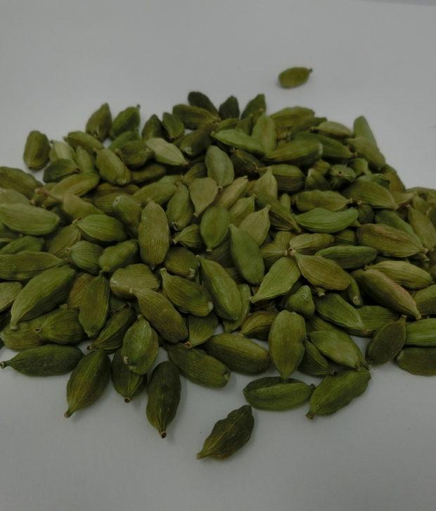 cardamomo verde (Elettaria cardamomum) intero